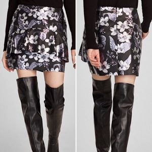 🆕Zara Faux Leather Metallic Floral Mini Skirt